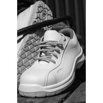 Fehér lábbelik